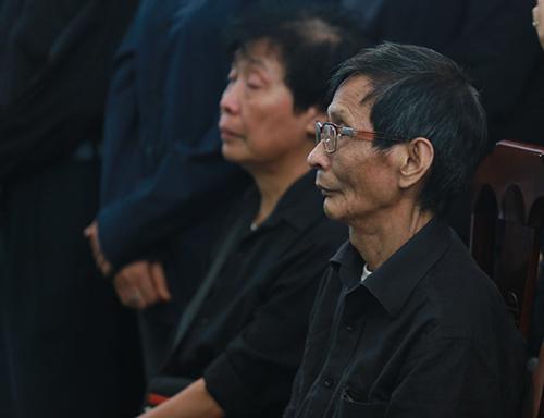 Bố mẹ Toàn Shinoda lặng người trước di ảnh con - 1
