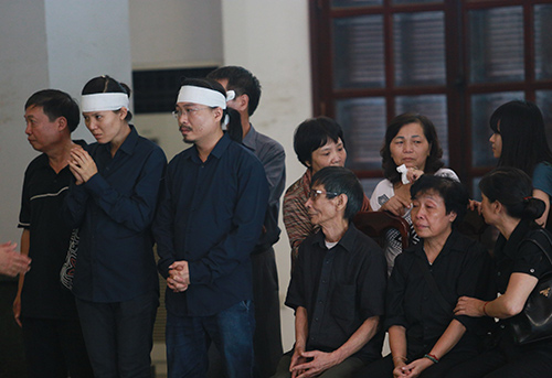 Bố mẹ Toàn Shinoda lặng người trước di ảnh con - 4