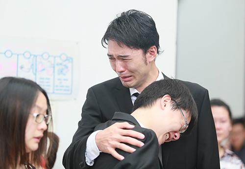 Bố mẹ Toàn Shinoda lặng người trước di ảnh con - 18