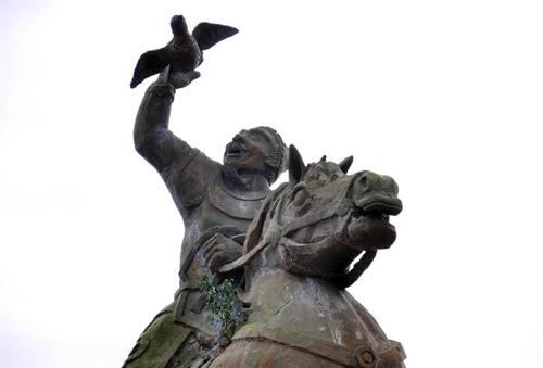 Di dời tượng Trần Nguyên Hãn, người Sài Gòn tiếc ngẩn ngơ - 3