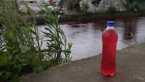 """TQ: Nước sông biến thành """"màu máu"""" chỉ sau 1 đêm - 2"""