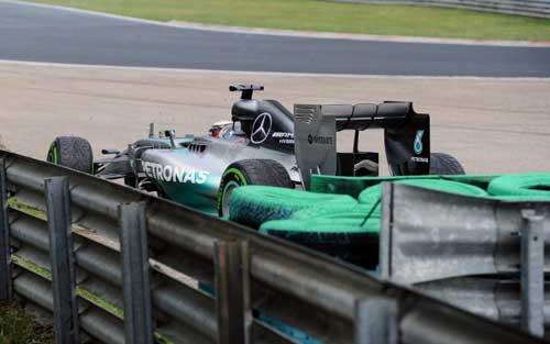 Mất lái, tay đua F1 đối mặt với tử thần - 2