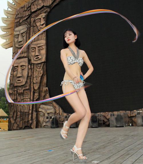 Thí sinh hoa hậu bikini nô nức khoe dáng - 9