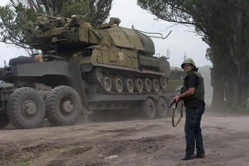 Báo Nga: Quân đội Ukraine bắn rơi MH17 khi diễn tập - 1