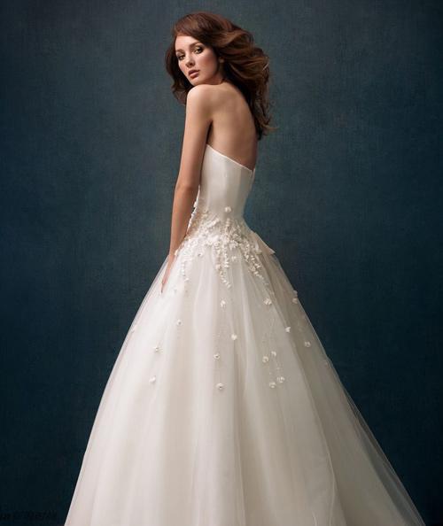 Đẹp xao lòng cùng váy cưới cổ điển - 13
