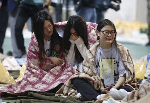Trước tòa, học sinh kể lại phút hãi hùng trên phà Sewol - 3