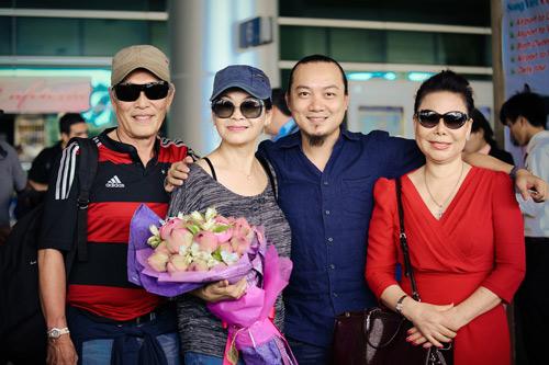 Khánh Ly và chồng trẻ trung về nước - 6