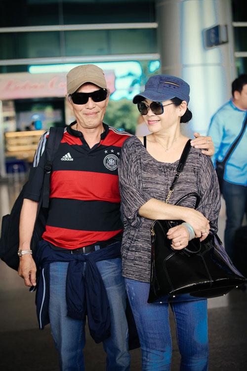 Khánh Ly và chồng trẻ trung về nước - 3