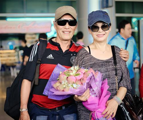 Khánh Ly và chồng trẻ trung về nước - 4