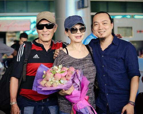 Khánh Ly và chồng trẻ trung về nước - 5