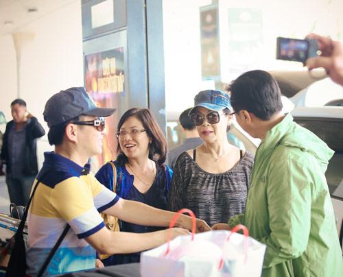 Khánh Ly và chồng trẻ trung về nước - 11