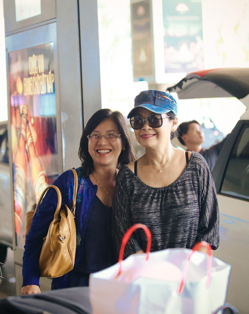 Khánh Ly và chồng trẻ trung về nước - 7