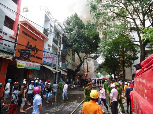 Cháy lớn tại TP Buôn Ma Thuột, 11 cửa hàng bị thiêu rụi - 6