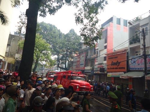 Cháy lớn tại TP Buôn Ma Thuột, 11 cửa hàng bị thiêu rụi - 4