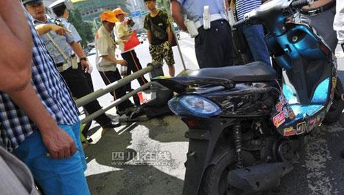 TQ: Vi phạm giao thông, thiếu niên gọi bố đến đánh CSGT - 1
