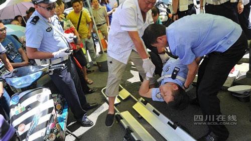 TQ: Vi phạm giao thông, thiếu niên gọi bố đến đánh CSGT - 5