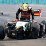 Thể thao - Mất lái, tay đua F1 đối mặt với tử thần
