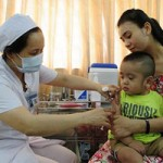Sức khỏe đời sống - Phân biệt các biểu hiện sau tiêm vắc-xin