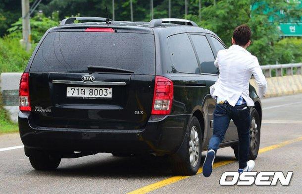 Trưởng nhóm Super Junior xuất ngũ bí mật - 3