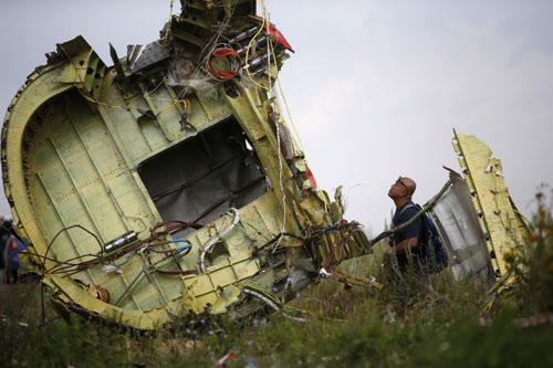 Dữ liệu hộp đen: Trúng tên lửa, MH17 nổ tung như bom - 1