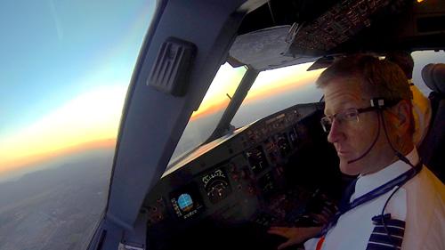 """Mỹ: Nhầm đường lăn sân bay, phi công """"mắng"""" kiểm lưu - 2"""