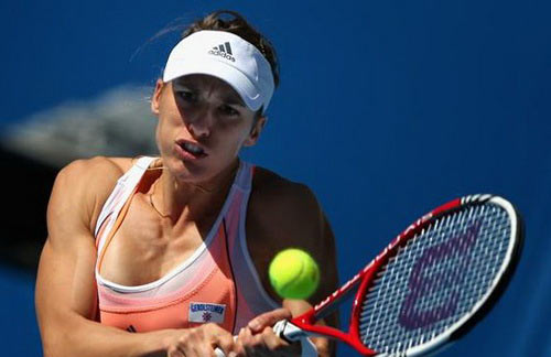 Serena mạnh mẽ trở lại WTA Stanford, Stosur thua tay vợt hạng 406 thế giới - 5