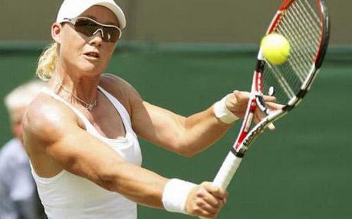 Serena mạnh mẽ trở lại WTA Stanford, Stosur thua tay vợt hạng 406 thế giới - 3
