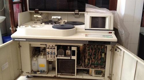HN: Bệnh viện dùng máy xét nghiệm vỏ Đức, ruột TQ - 1