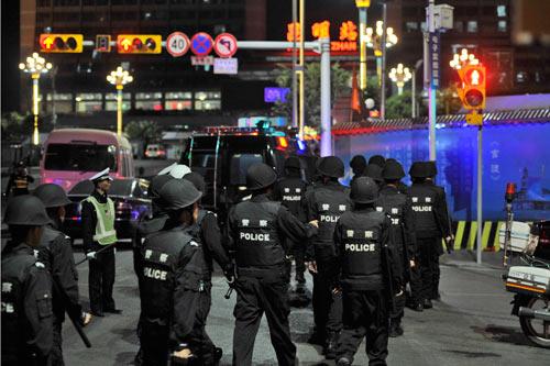 TQ: Bạo loạn ở Tân Cương, hàng chục người chết - 1