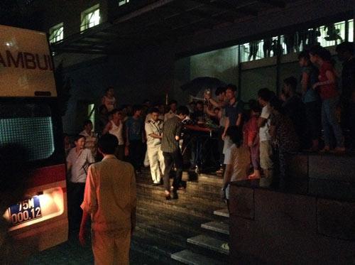Huế: Bệnh nhi chết bất thường, người nhà vây bệnh viện - 1