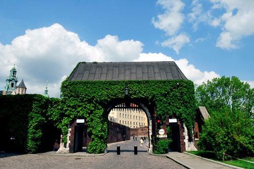 Đẹp tráng lệ cung điện Hoàng gia cổ ở Ba Lan - 3