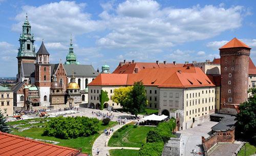 Đẹp tráng lệ cung điện Hoàng gia cổ ở Ba Lan - 1