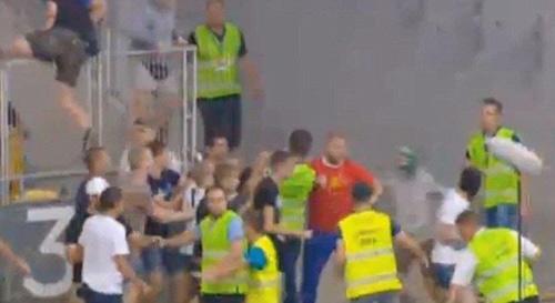 Bạo loạn ở vòng loại Champions League - 3