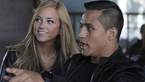 """Có bồ đẹp, Alexis Sanchez vẫn """"ăn vụng"""" với gái làng chơi - 1"""