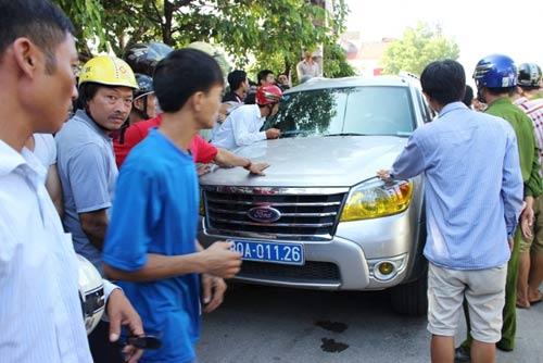 Thanh Hóa: Khởi tố vụ dân bao vây xe biển xanh - 1