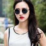 Thời trang - Kính đen và son môi đỏ