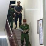 Tin tức trong ngày - Cảnh sát dùng súng, ập vào bắt nhiều cán bộ kiểm lâm