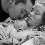 Bạn trẻ - Cuộc sống - Nghẹn ngào ảnh bố mẹ bên con gái nhỏ chết lưu