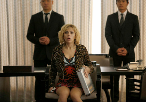 """Scarlett Johansson """"lột xác"""" thành nữ tặc buôn ma túy - 1"""