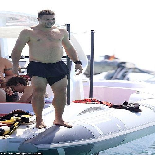 """""""Ro béo"""" thả phanh ở bãi biển Ibiza - 1"""