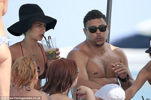 """""""Ro béo"""" thả phanh ở bãi biển Ibiza - 4"""