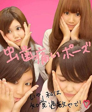 """Thiếu nữ Nhật rộ mốt chụp ảnh """"giả đau răng"""" - 3"""
