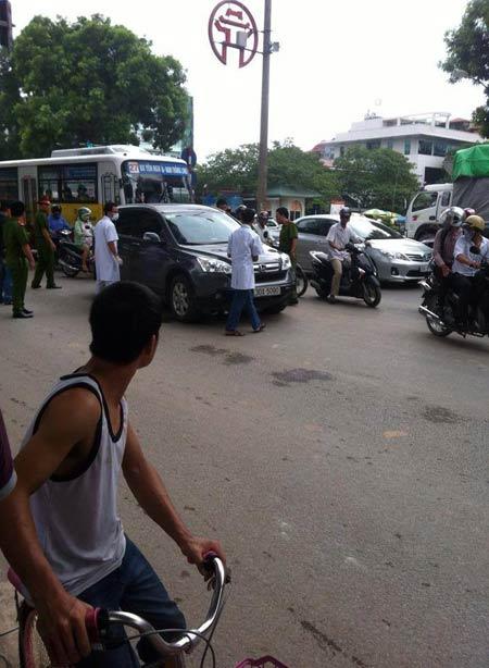 Hà Nội: Ép xe ô tô giữa đường, đâm chết tài xế - 1