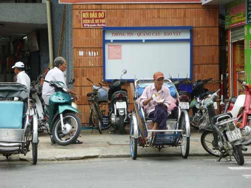 Đà Nẵng: DN được quảng cáo, rao vặt miễn phí cạnh... WC! - 2