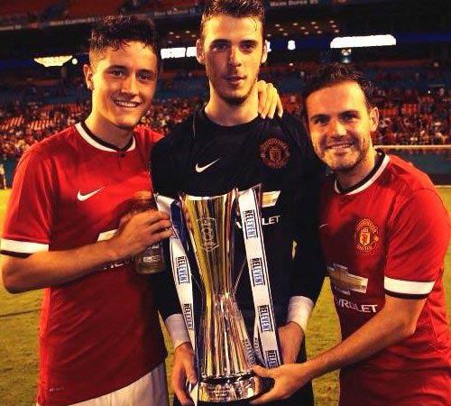 Sao MU và Liverpool vui buồn trên Twitter - 1