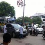 An ninh Xã hội - Hà Nội: Ép xe ô tô giữa đường, đâm chết tài xế