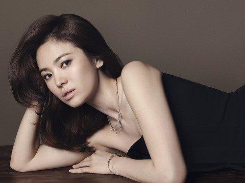 Song Hye Kyo đẹp quý phái với trang sức hàng hiệu - 1