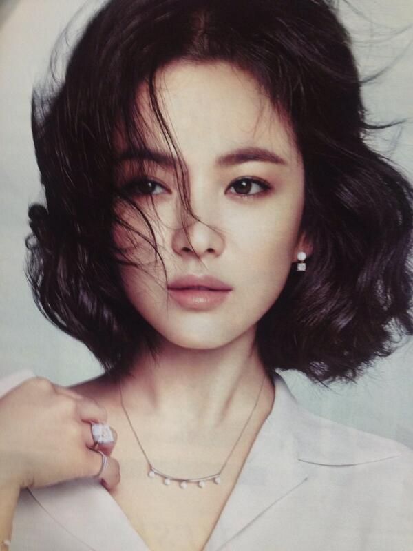 Song Hye Kyo đẹp quý phái với trang sức hàng hiệu - 3