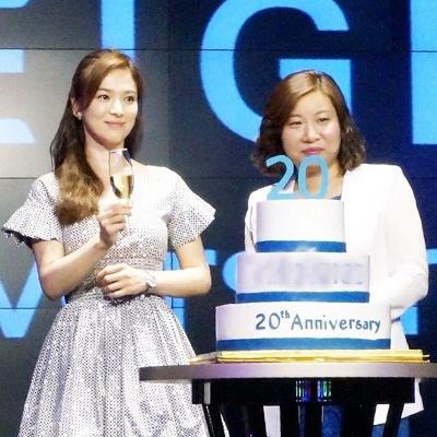 Song Hye Kyo đẹp quý phái với trang sức hàng hiệu - 6