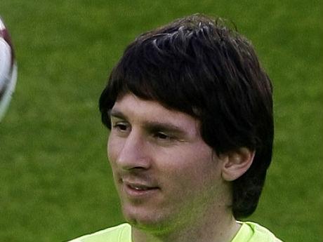 Messi, Ronaldo cắt tóc, ai sành điệu hơn? - 3